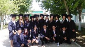 (VIDEO) Final de an școlar la liceul românesc din Comrat: Elevii au dansat Ciuleandra
