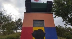 Steagul României, vopsit pe postamentul tancului sovietic de la Leușeni