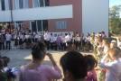 Elevii au pășit azi pragul școlii românești din Aluatu, care a fost renovată de unioniști