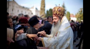 Mitropolitul Moldovei şi Bucovinei, alături de Mitropolitul Basarabiei la sfințirea bisericii românești din Dondușeni