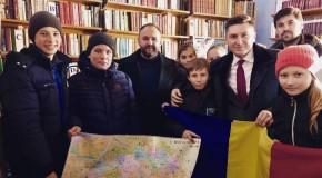 """""""100 000 de cărți pentru Centenar"""". Volume românești, donate de România au ajuns la Hârcești, raionul Ungheni"""