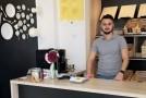 Tânărul din Rep. Moldova care a cucerit Iaşiul cu celebrele plăcinte basarabene