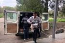 Copiii şcolii din Aluatu au primit un microbuz plin cu haine, cărţi şi jucării din partea unioniştilor