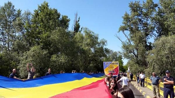pod-tricolor-sculeni
