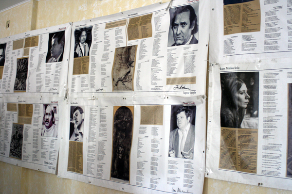 """Expoziția """"Lupta cu inerția - Poeții generației '60"""" la Liceul """"Mihai Eminescu"""" din Comrat"""