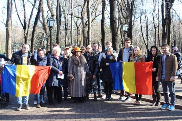 tinerii-moldovei-flori-vieru2
