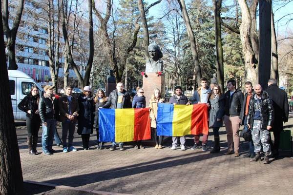 tinerii-moldovei-flori-vieru