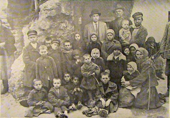 Masacrul de la Pădurea Olănești, 23 februarie 1932. Orfani cu părinţii ucişi la trecerea Nistrului de către grănicerii sovietici